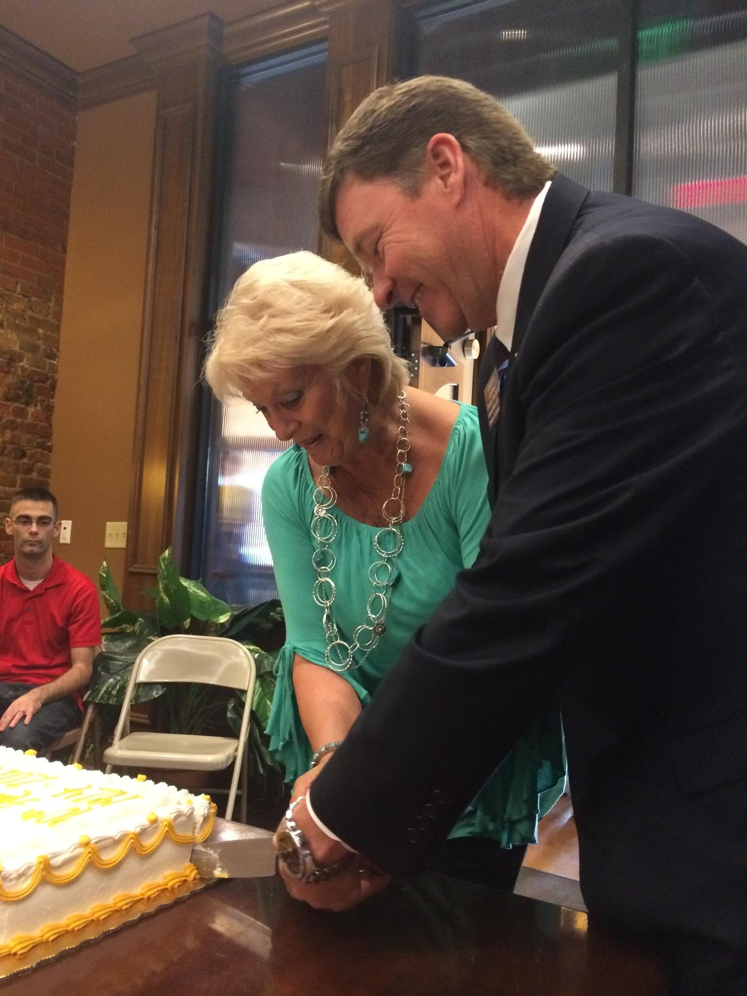 90th-anniversary-cake-cutting-lebanon-wilson-county-chamber-of-commerce